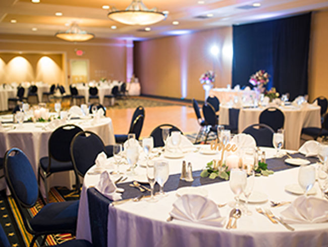 Decorated Reception Venue in Gettysburg, PA - Photography by Maria Silva-Goya