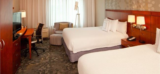 Queen/Queen Room in Courtyard by Marriott Gettysburg