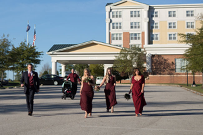 Bridal Party Walking Outside of Wyndham Gettysburg - Photography by Maria Silva-Goya